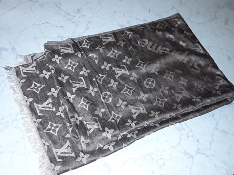 Lot 601 LOUIS VUITTON STYLE SCARF