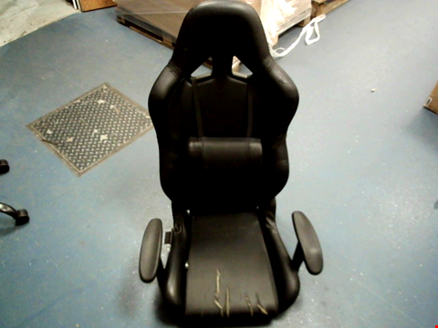 Lot 15401 VERTAGEAR GAMING CHAIR, FAUX LEATHER, BLACK/CARBON