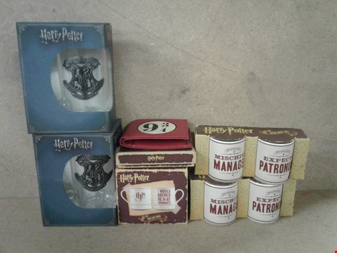 Lot 479 6 BRAND NEW BOXED HARRY POTTER ITEMS TO INCLUDE GLASS STEIN , WALLET , MUG AND MINI MUG SETS