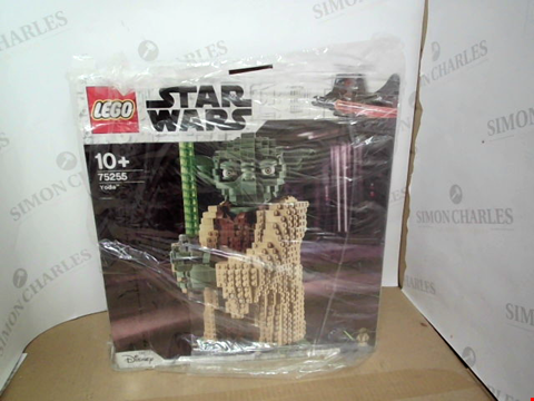 Lot 10495 LEGO STAR WARS 75255 YODA™ FIGURE ATTACK OF THE CLONES RRP £119.99