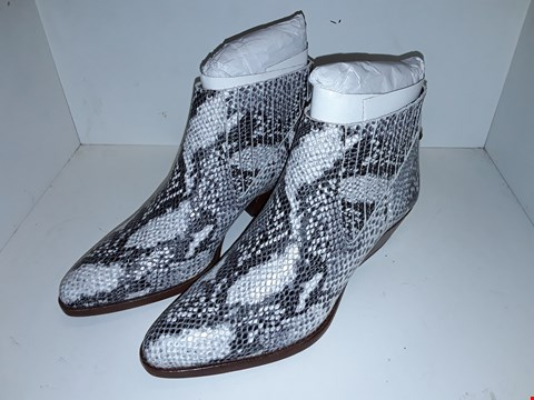 Lot 1013 A PAIR OF ERNEST SNAKE BOOTS UK SIZE 7
