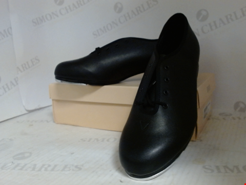 Lot 16004 BOXED PAIR OF DESIGNER BLOCH TAP DANCING SHOES - UK SIZE 7