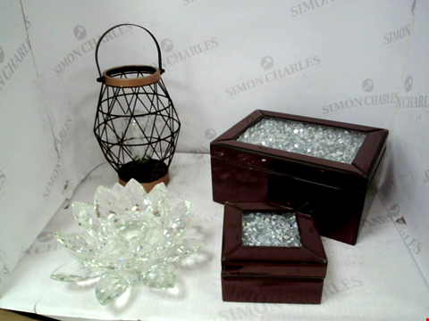 Lot 10027 LOT OF APPROXIMATELY 3 ASSORTED HOUSEHOLD ITEMS, TO INCLUDE Auraglow Wire LED Solar Lantern, JULIEN MACDONALD JEWELLERY BOXES AND JULIEN MACDONALD LOTUS CANDLE HOLDER