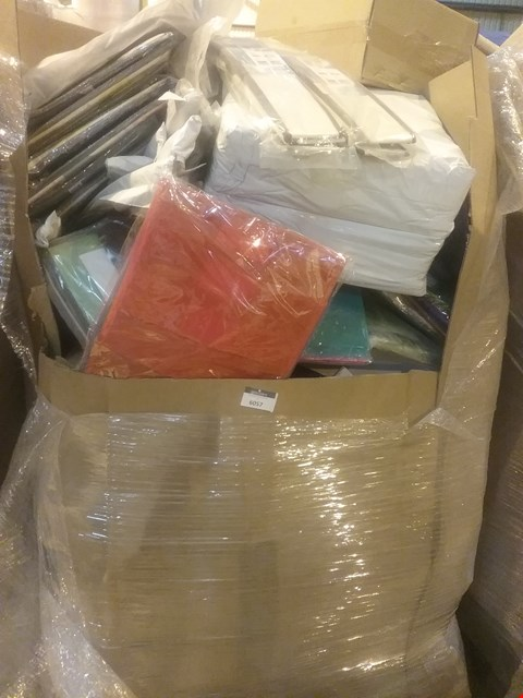 Lot 6057 LARGE PALLET OF ASSORTED ITEMS INCLUDING, DRAWER DIVIDERS, BAYLOR PET MATS, A4 DOCUMENT WALLETS, CAR ACTIVITY SETS, GLASS CHRISTMAS TREE ORNAMENTS, SILICON BAKING MATS,