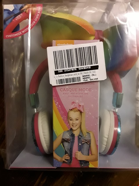 Lot 2395 APPROXIMATELY 4 GRADE 1 ITEMS TO INCLUDE JOJO FASHION HEADPHONES AND 40 LED OUTDOOR PARTY LIGHTS RRP £68