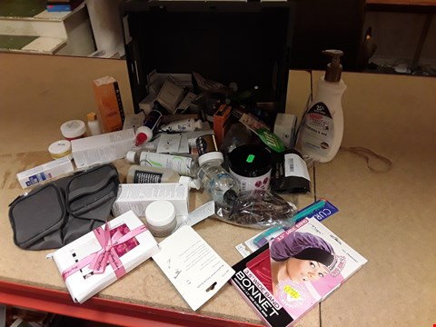 Lot 9005 TRAY OF APPROXIMATELY 48 ITEMS OF ASSORTED BEAUTY PRODUCTS, INCLUDING, COCONUT OIL, TOILET BAG, MOISTURISING GEL, HAIR COLOUR, HAIR COMBS,  (TRAY NOT INCLUDED)