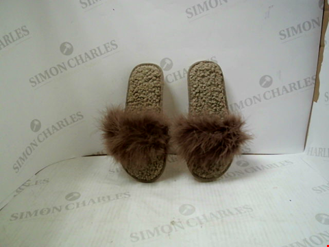 Lot 3036 PAIR OF BROWN FLUFFY SLIPPERS - UK SIZE 4