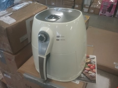 Lot 2075 COOK'S ESSENTIALS AIRFRYER