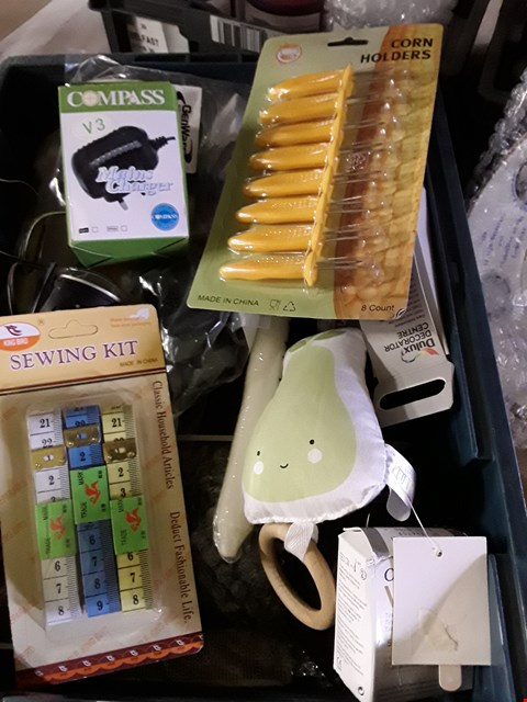 Lot 5543 BOX OF ASSORTED ITEMS TO INCLUDE SEWING KIT AND CORN HOLDERS