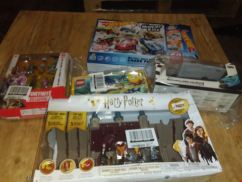 Lot 4491 HARRY POTTER DELUXE PLAYSET - HOGWARTS GREAT HALL + APPROXIMATELY 4 ASSORTED BOYS TOYS