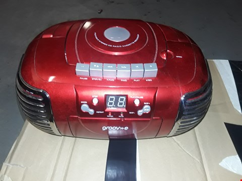Lot 7311 PORTABLE RADIO CASSETTE/CD PLAYER BOOMBOX - RED