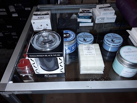 Lot 8281 LOT OF APPROXIMATELY 8 ASSORTED SCENTED CANDLES TO INCLUDE,  PRICES ANTI TOBACCO,  HALLOWEEN BLACK MUSK AND HEYLAND AND WHITTLE GREEN TEA AND GRAPEFRUIT ETC