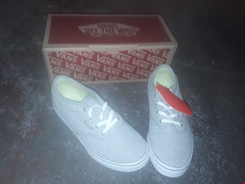 Lot 2071 LOT OF 7 BRAND NEW VANS SHOES TO INCLUDE ATWOOD LOW JERSEY GREY/BUTTERFLY, ATWOOD DIGITAL CAMO WOODLAND WHITE AND MILTON VINTAGE RED/OFF-WHITE - VARIOUS SIZES RRP £175