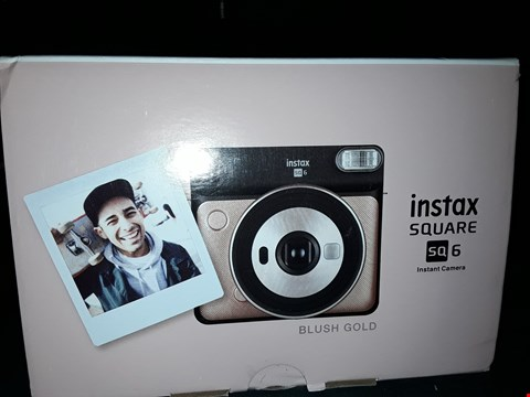 Lot 2291 BOXED GRADE 1 FUJIFILM INSTAX SQUARE SQ6 INSTANT CAMERA  RRP £134.99
