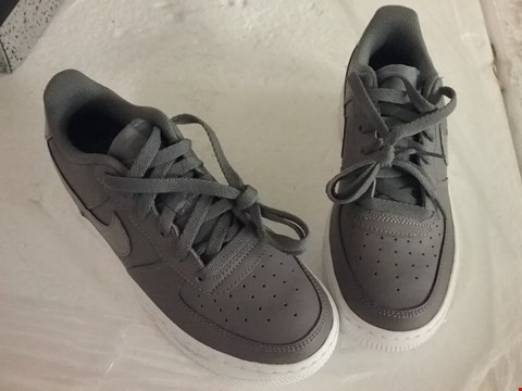 Lot 82 NIKE AIR SHOES - GREY, SIZE 4 UK