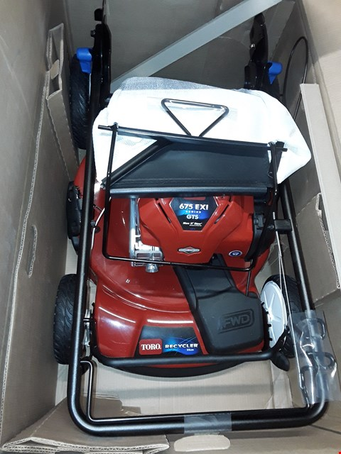 Lot 1002 BOXED TORO SMARTSTOW RECYCLE LAWNMOWER 20959 RRP £599.00