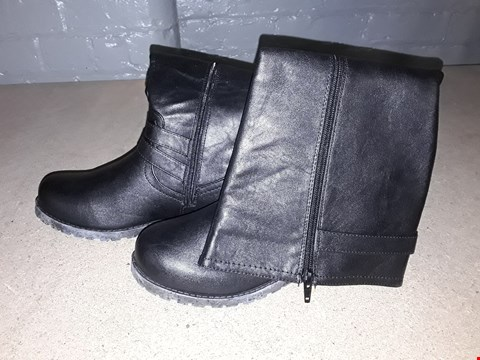 Lot 8125 BOXED DESIGNER BLACK FAUX LEATHER HIGH LINE BOOTS