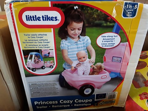 Lot 2330 3 GRADE 1 ITEMS TO INCLUDE LITTLE TIKES PR8NCESS COZY COUPE AND PLAY DOH PULL ALONG CADDY RRP £62