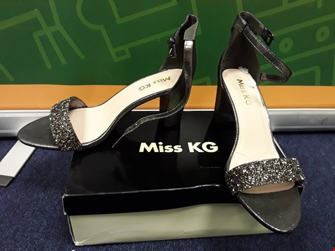 Lot 4063 BRAND NEW BOXED MISS KG CADEY BLING BLOCK HEEL SANDALS - PEWTER SIZE 8