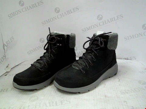 Lot 13122 SKECHERS GLACIAL ULTRA SUEDE LACE UP BOOT CHARCOAL SIZE 6