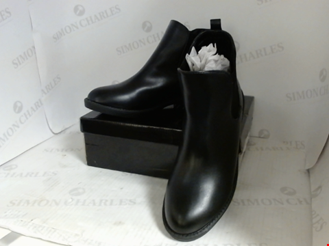 Lot 16097 BOXED PAIR OF DESIGNER PRETTYLITTLETHING BOOTS - UK SIZE 7
