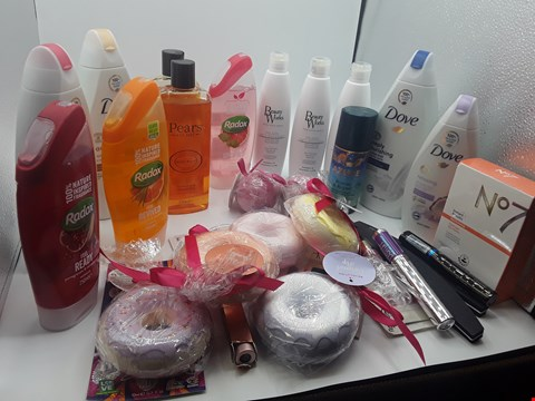 Lot 17 TRAY OF APPROXIMATLY 30 ITEMS OF ASSORTED COSMETIC ITEMS