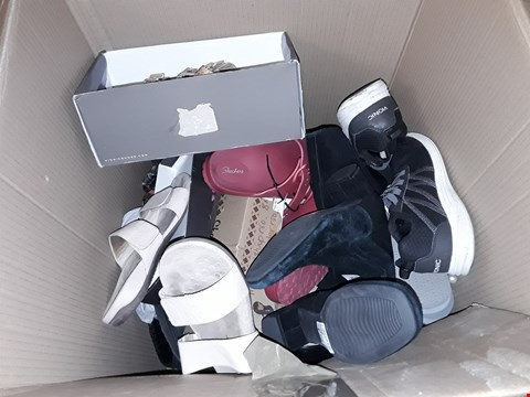 Lot 5284 A BOX OF ASSORTED SHOES / ODD SHOES VARIOUS SIZES