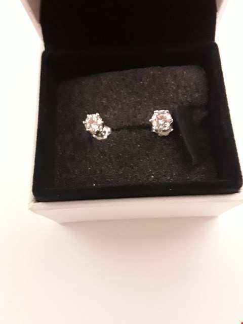 Lot 206 18CT WHITE GOLD STUD EARRINGS SET WITH DIAMONDS WEIGHING +/- 0.63CT