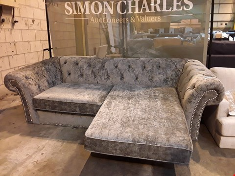 Lot 9007 QUALITY BRITISH DESIGNER SILVER GREY CHESTERFIELD STYLE CHAISE SOFA WITH STUDDED ARM DETAILING