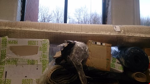 Lot 127 SHELF OF ASSORTED ITEMS TO INCLUDE RUGS, TOLIET SEAT , YOGA MAT ETC