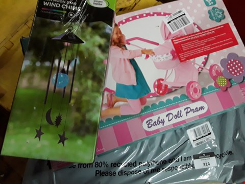 Lot 314 LOT OF 3 ITEMS TO INCLUDE BABY DOLL PRAM, SOLAR POWERED WIND CHIME & POOL FLOOR PROTECTOR