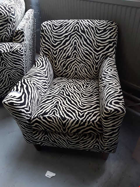 Lot 2002 QUALITY BRITISH DESIGNER ZEBRA PRINT FABRIC COMPACT ARMCHAIR