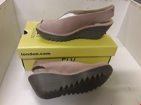 Lot 4053 PAIR OF DESIGNER WEDGE HEELED SHOES IN THE STYLE OF FLY LONDON SIZE EU 38