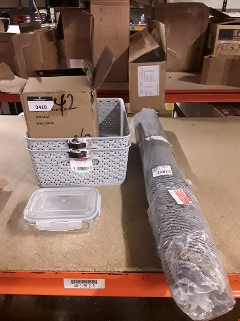 Lot 8418 LOT OF 4 ASSORTED ITEMS TO INCLUDE A DSM GREY BARRIER MAT,A BOX OF VONSHEF TUPPERWARE AND 2 GREY STORAGE TRAYS