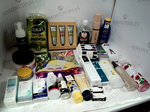 Lot 11057 LOT OF ASSORTED HEALTH & BEAUTY PRODUCTS TO INCLUDE: NATURALLY EUROPEAN HAND CREAM COLLECTION, PRATIC HYHYGIENE HAND GEL, ASSORTED BATHROOM & MAKEUP PRODUCTS