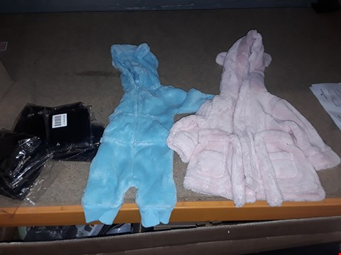 Lot 8452 BOX OF APPROXIMATELY 22 ASSORTED ITEMS TO INCLUDE A LIGHT BLUE BOYS ONESIE, A GIRLS PINK DRESSING GOWN, A BLACK FAUX LEATHER WALLET ETC