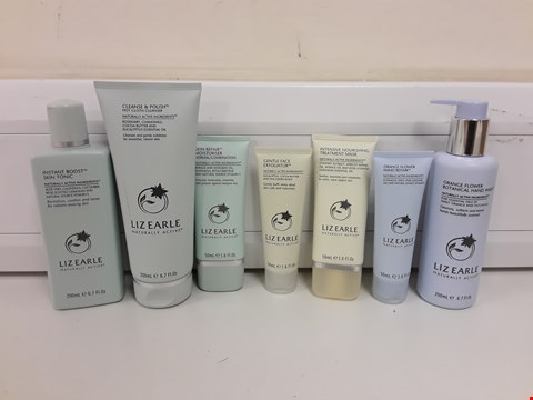 Lot 619 BOXED LIZ EARLE HAND, FACE AND SKIN BEAUTY SET