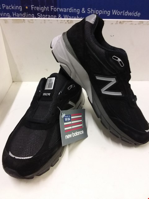 Lot 9017 BOXED NEW BALANCE 990V4 RUNNING COURSE TRAINERS - BLACK SIZE 8