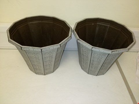 Lot 9205 PAIR OF CALLISTA ROUND PLANTER 12 INCHES VINTAGE RUST EFFECT RRP £19.00
