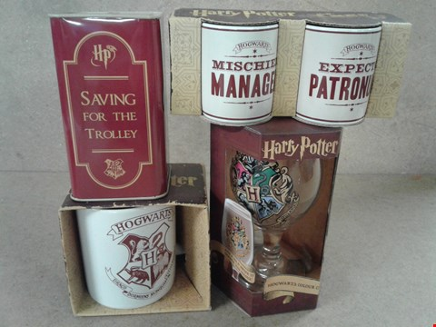 Lot 494 4 BRAND HARRY POTTER ITEMS INCLUDING MINI MUG SET , HOGWARTS COLOUR CHANGE WATER SET GLASS , SAVING TIN