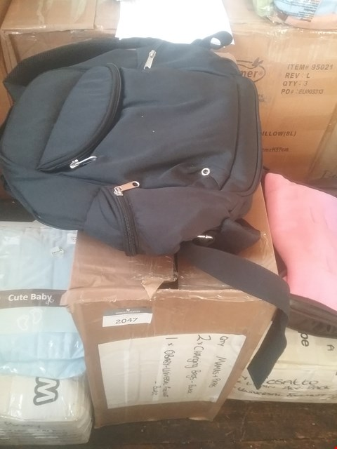 Lot 2047 MAMAS & PAPAS 2 CHANGING BAGS AND 1 OBABY UNIVERSAL FOOTMUFF RRP £44.9