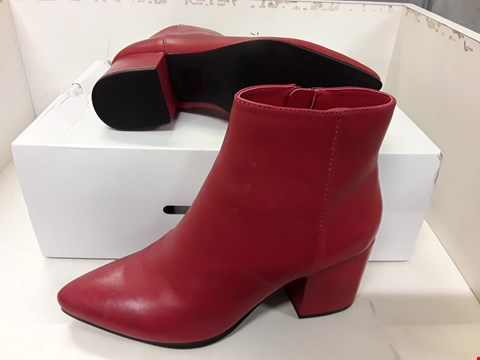 Lot 4035 PAIR OF DESIGNER RED LEATHER ANKLE BOOTS IN THE STYLE OF ALDO SIZE UK 5