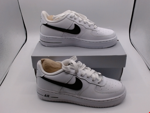 Lot 4071 BOXED PAIR OF SIZE 4 NIKE AIR FORCE 1 TRAINERS