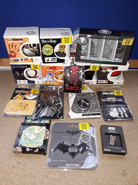 Lot 2239 LOT OF APPROXIMATELY 70 ASSORTED ITEMS TO INCLUDE GOD OF WAR MUG, DEADPOOL FUNKO LANYARD, BATMAN MULTI TOOL