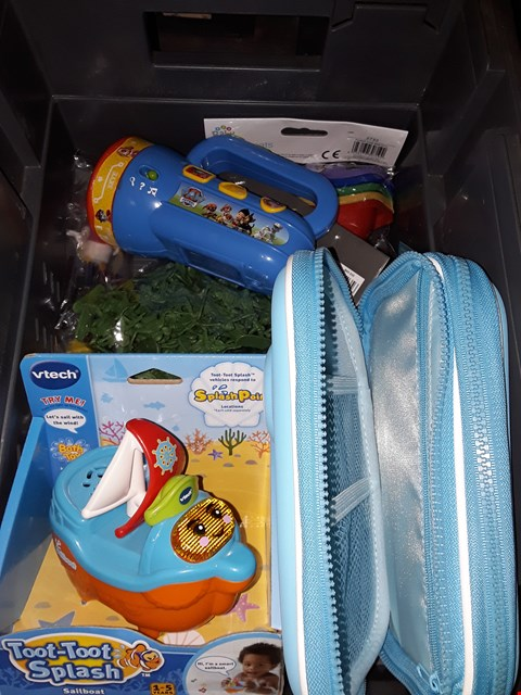 Lot 723 BOX OF ASSORTED TOYS  ) TO INCLUDE SPLASH POINT ,PAW PATROL LAMP & MORE