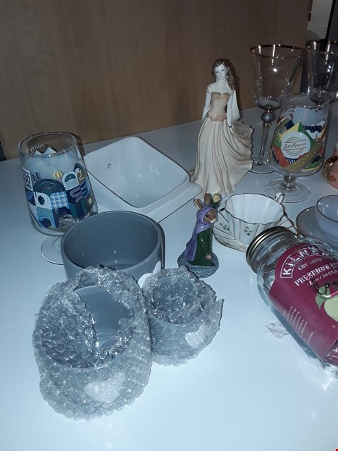 Lot 124 LOT OF ASSORTED POTTERY AND GLASS HOMEWARE ITEMS TO INCLUDE ARCOPAL TEA CUPS, ROYAL TARA TEA CUP, SAN MIGUEL PINT GLASSES, ROYAL WORCESTER ORNAMENT, KILNER JAR