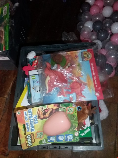 Lot 6118 A BOX OF ASSORTED TOYS TO INCLUDE MAGIC DINOSAUR GROW EGG AND NINTENDO DS GAMES