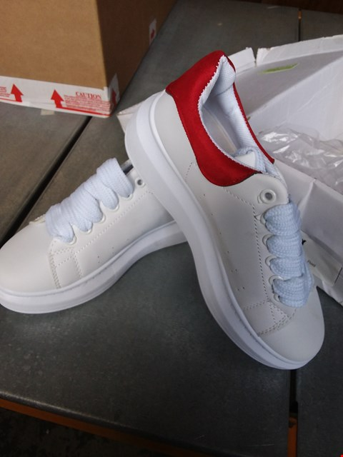 Lot 7076 JYY PLATFORM SNEAKERS - RED/WHITE SIZE 3