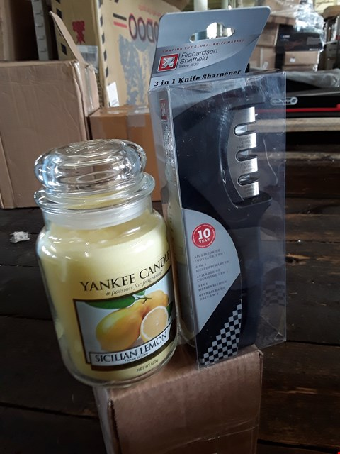 Lot 11202 LOT OF 2 GRADE 1 HOMEWARE ITEMS INCLUDES 3 IN 1 KNIFE SHARPENER AND 632G YANKEE CANDLE - SICILIAN LEMON