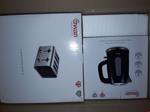 Lot 3361 SWAN KETTLE AND 4 SLICE TOASTER PACK RRP £69.99